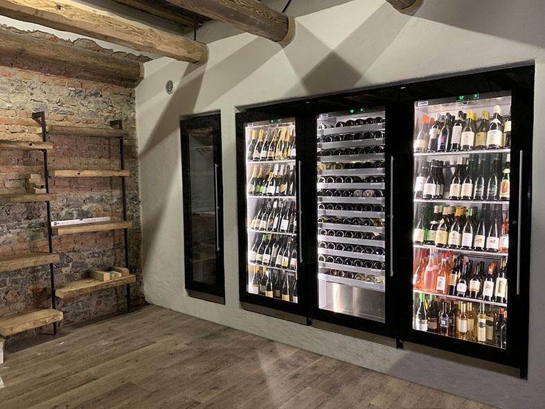 In der Wand eingebauter Kühlschrank für Gastronomie
